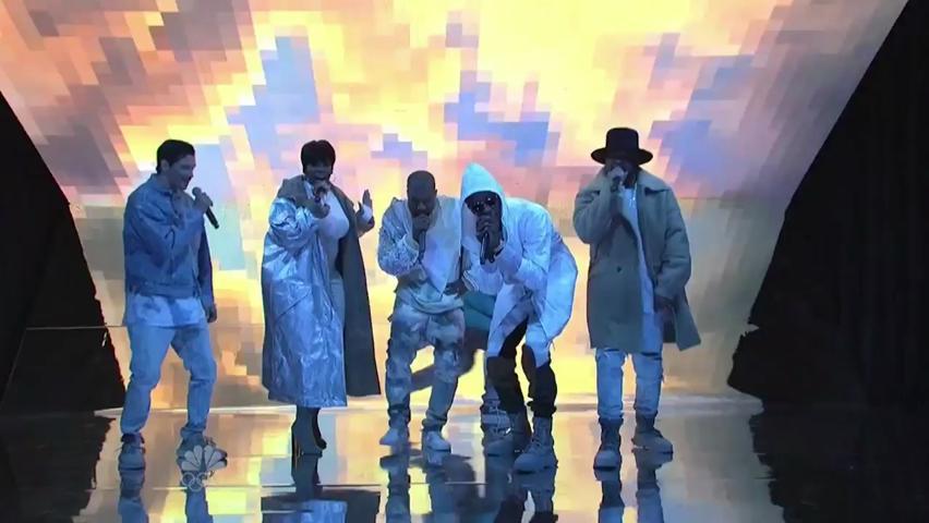 Performance | Kanye Performs \
