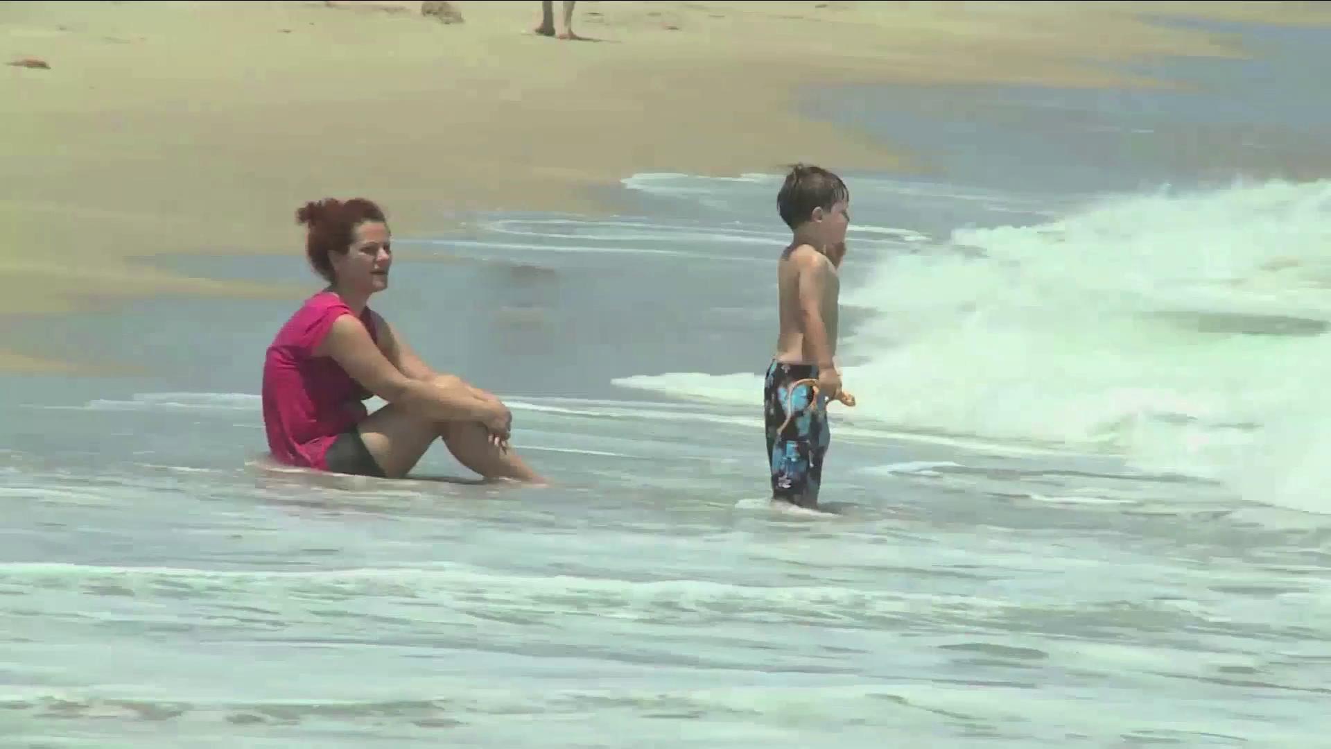 Alerta en playas locales por fuerte oleaje y resacas.
